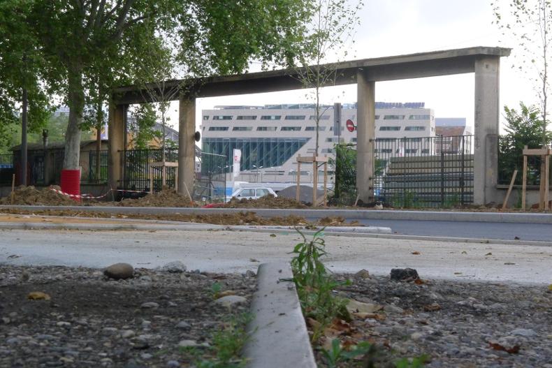 Portique d'entrée ferroviaire