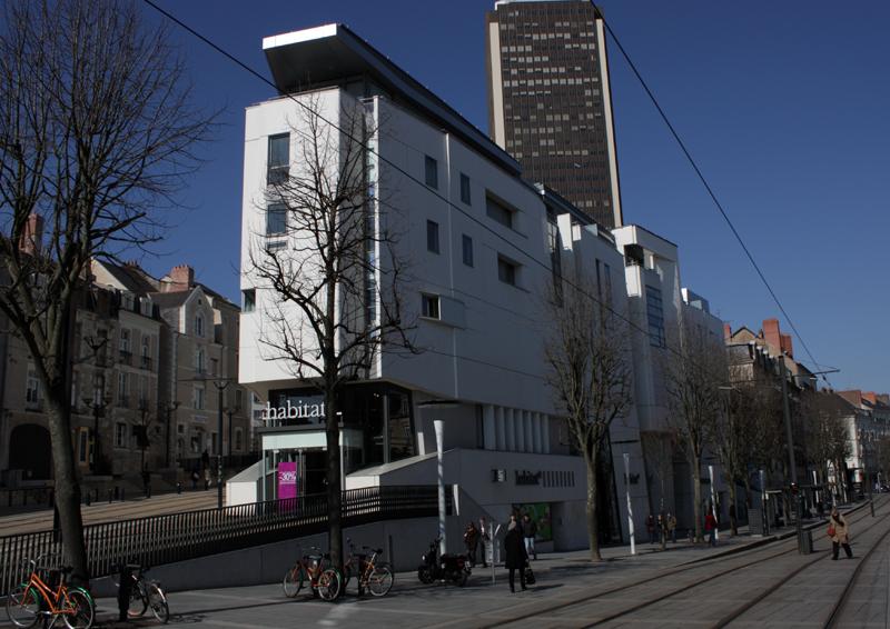 Angle sud et façade est